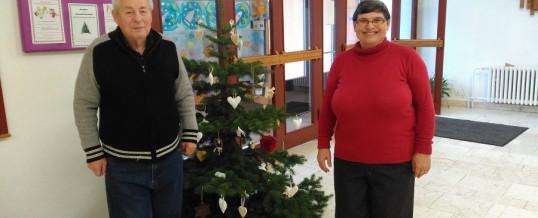 Zdobení vánočního stromečku v městské knihovně  Meziboří
