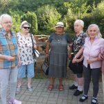 Selský dvůr - skupina seniorek