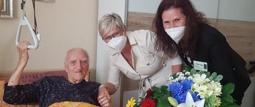 Jazzový hudebník oslavil v DSS Meziboří 97. narozeniny